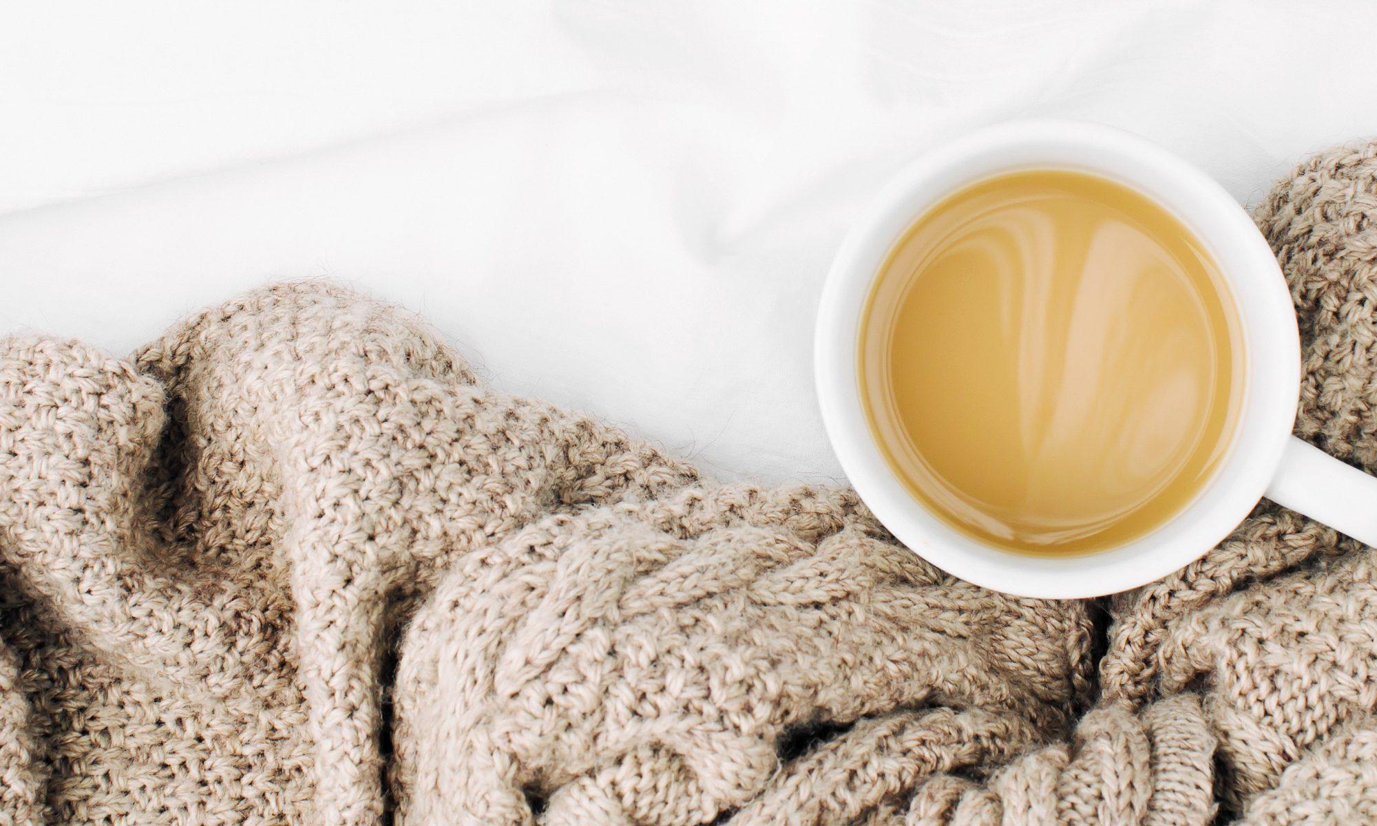 gesunde Tage? Dazu gehört auch Gemütlichkeit mit Kuscheldecke und Kaffee
