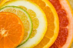 diverse Zitrusfrüchte in Scheiben